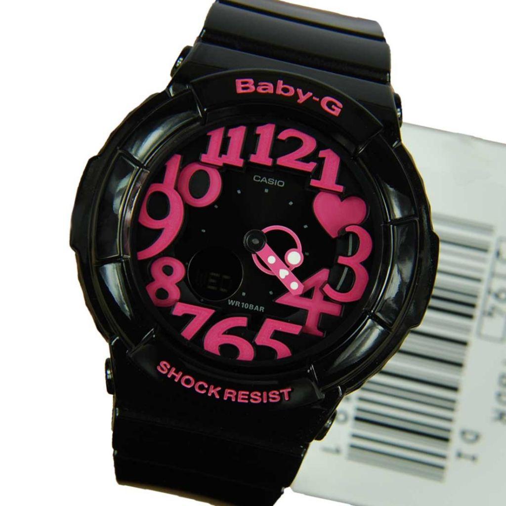 2 màu chủ đạo đen hồng cá tính của chiếc đồng hồ